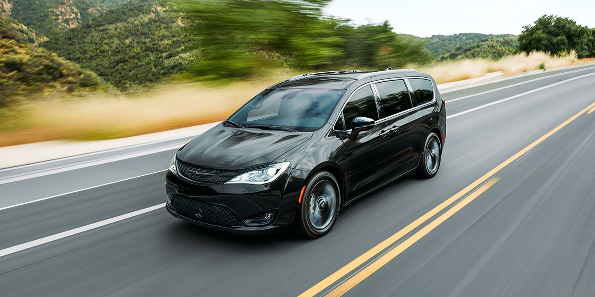 2020 Chrysler Pacifica vs 2020 Toyota Sienna in Amityville NY